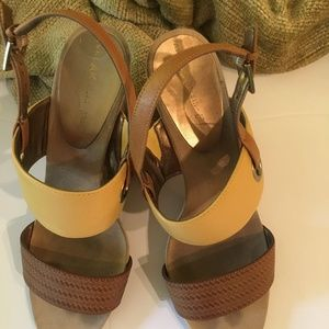 ANNE KLEIN WEDGES/CAMEL & BROWN STRAPPY SHOES